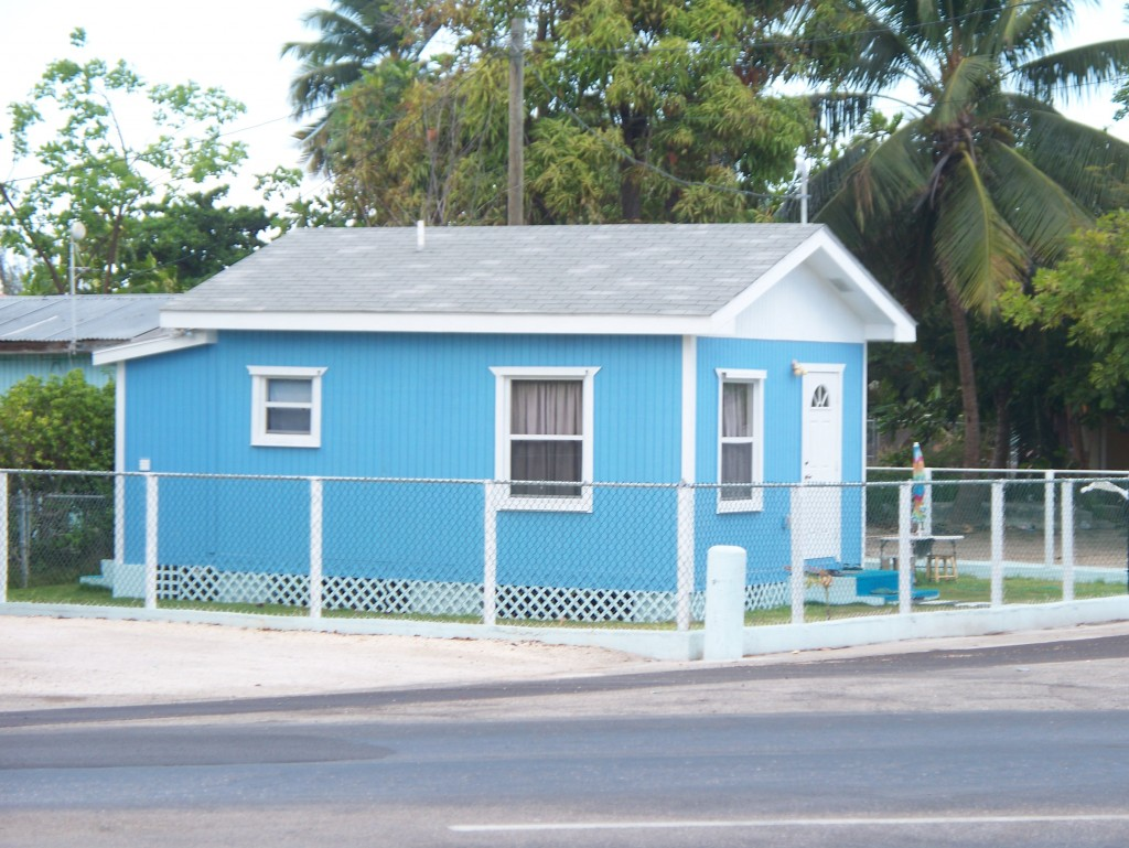 Tiny house in Grand Cayman and some good links