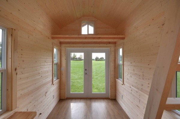 160-sq-ft-tiny-house-on-wheels-by-tiny-living-homes-0005