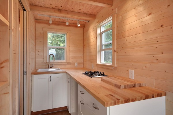 160-sq-ft-tiny-house-on-wheels-by-tiny-living-homes-0007