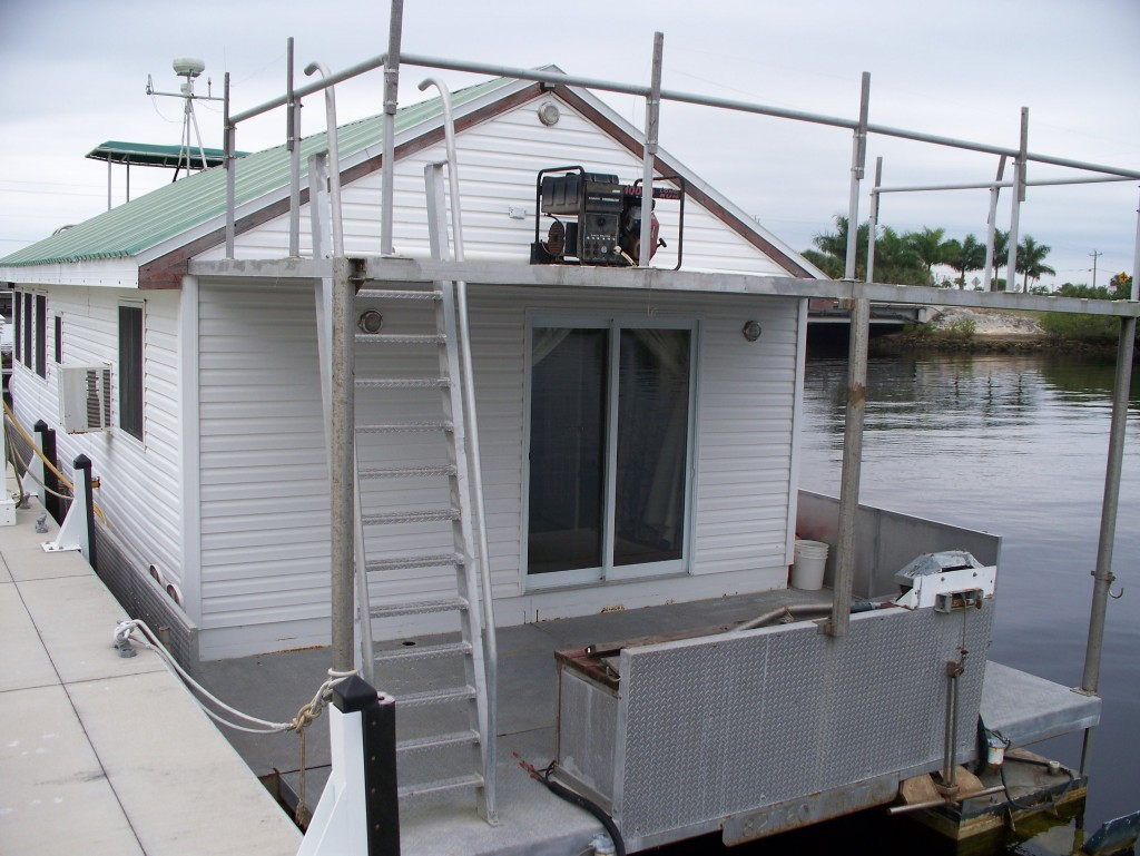 houseboat-rear