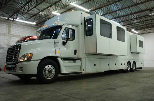 2013-renegade-ikon-3400-45-class-a-motorhome-for-sale-002