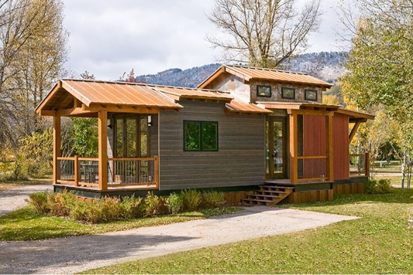400 sq ft wheelhaus cabin 0001 600x400   The Caboose: 400 Sq. Ft. Cabin by Wheelhaus