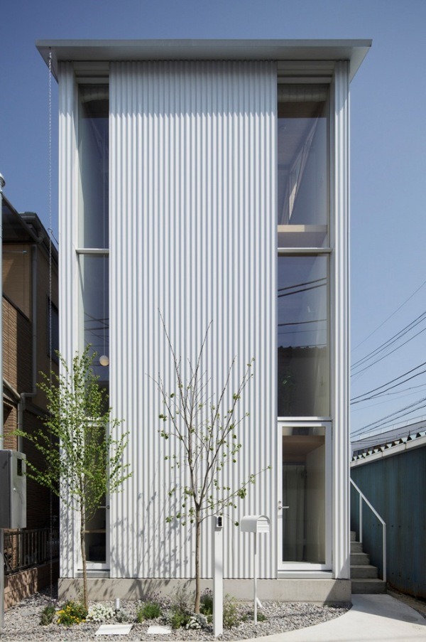 409-Sq-Ft-3-Story-Small-House-Japan-002