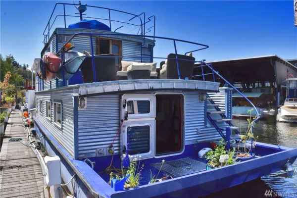 651 Sq Ft Houseboat in Seattle 001