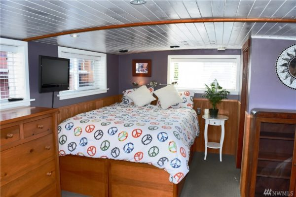 651 Sq Ft Houseboat in Seattle 0018