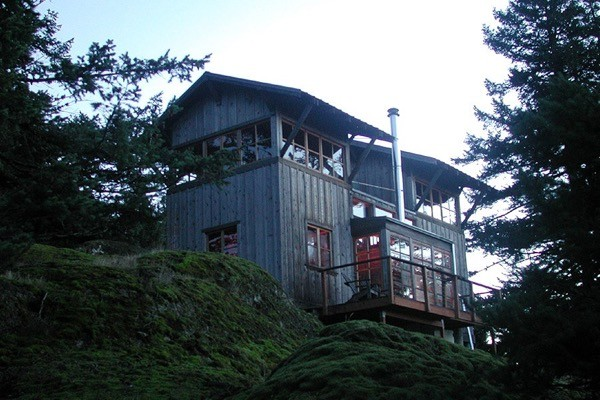 672 sq ft two story tower cabin for Small two story cabin