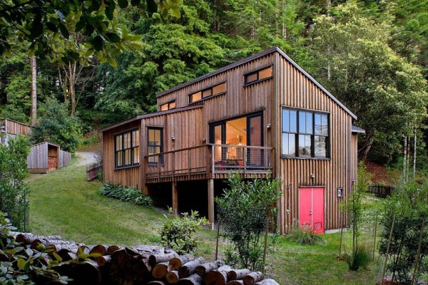 840 sf modern rustic redwoods cottage cabin by cathy schwabe 004 600x400   840 Sq. Ft. Modern and Rustic Small Cabin in the Redwoods