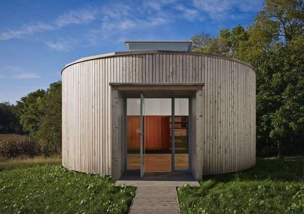 A Beautiful Crowd-funded Round Little Cabin Built by Students with Crowd-funding