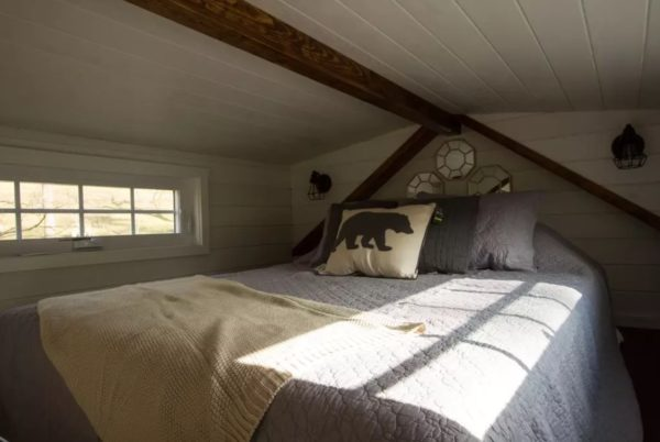 This Sleeping Loft Looks Ultra Cozy! And you also get the dormer windows!