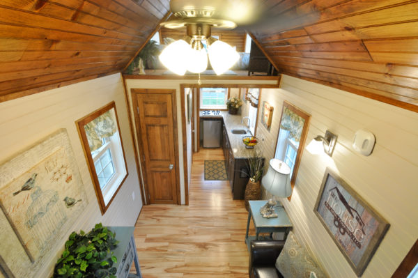 harry-connick-jr-stays-in-the-pioneer-tiny-house-8