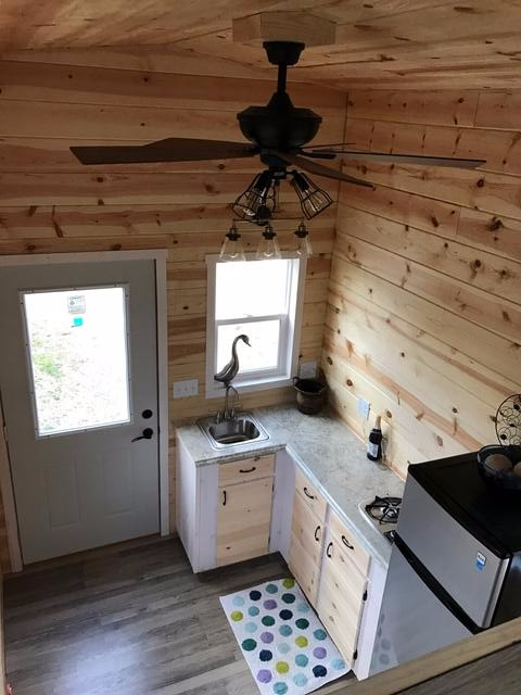 knotty-pine-midwest-tiny-home-6