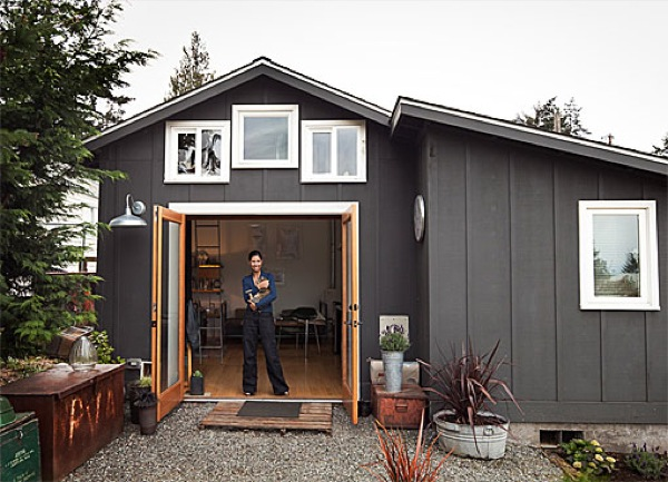Tiny cottage in seattle 250 sq ft that 39 s modern and rustic for Backyard cottage seattle