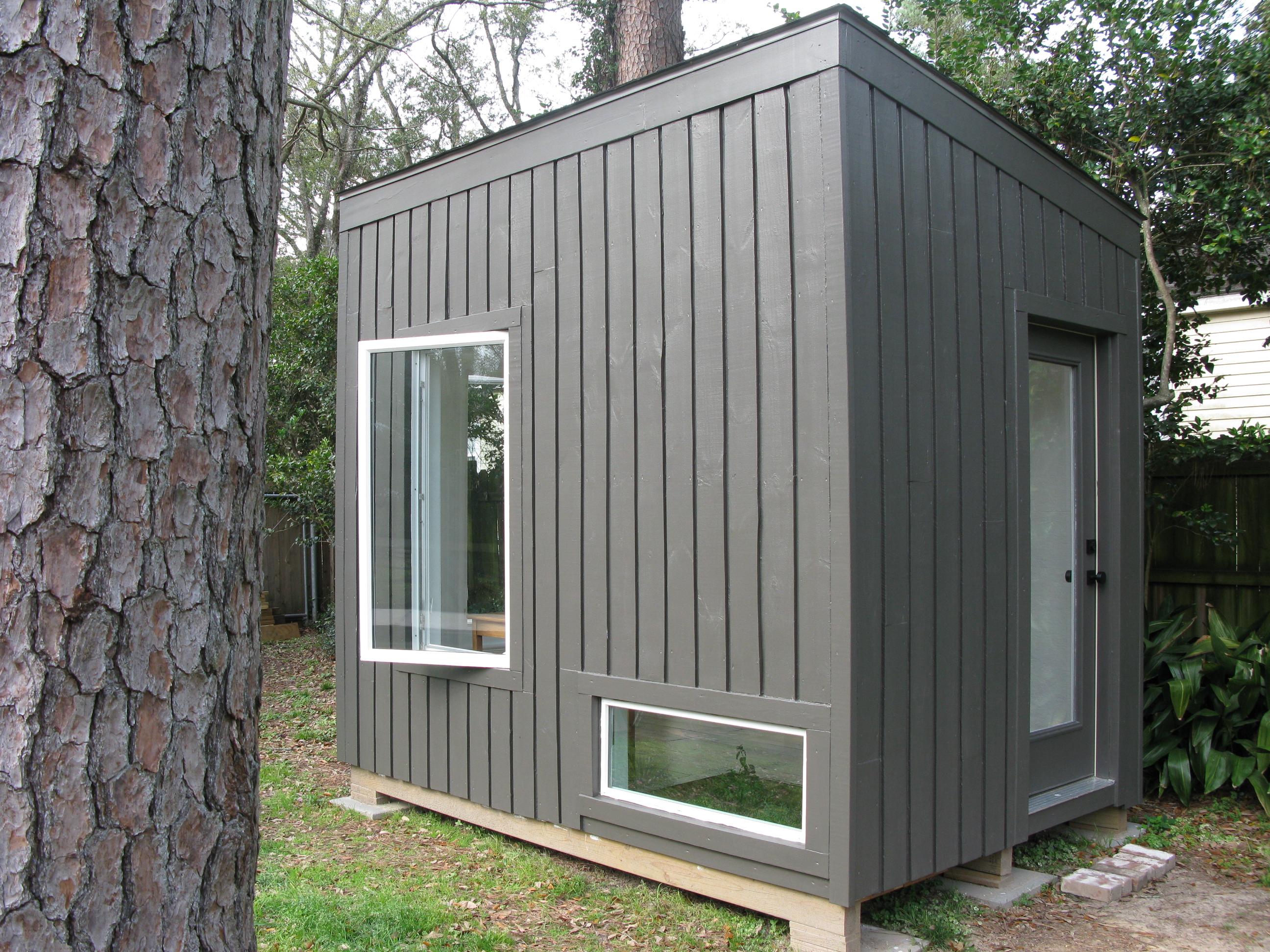 Blake 39 s micro backyard studio with floor planter for Micro floor