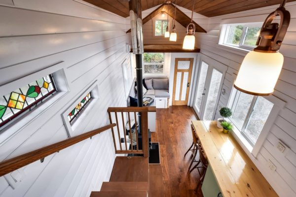 Beautiful 30' Mint Tiny Home on Wheels with Vaulted Ceilings!