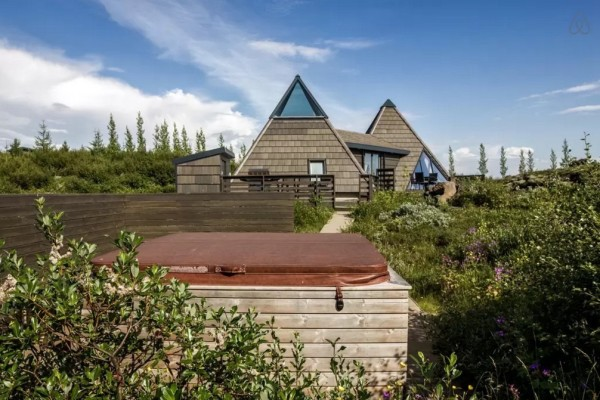 Modern Pyramid Cottage in Iceland 0028