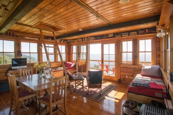 Off-Grid Lookout Tower Cabin in Tiller 009