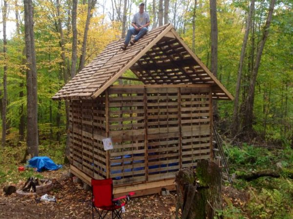 Tiny Cabin Built Using Recycled Pallets