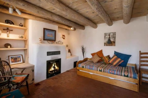 Pueblo-Style Solar Home For Sale in Santa Fe 005
