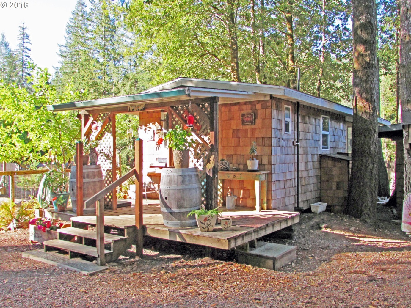 216 sq ft tiny forest cabin in oregon for Cabins near portland oregon