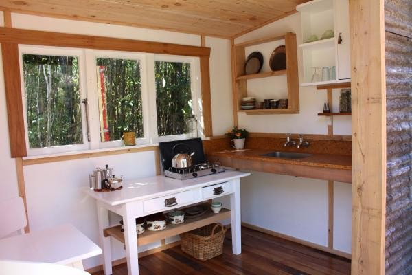 Tiny Log Cabin in New Zealand 004a