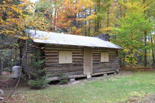 tiny-log-cabin-on-17-acres-in-vermont-0013