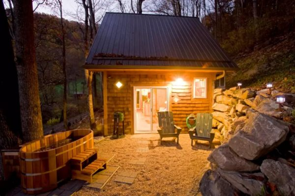 tiny-mountain-cottage-in-nc-002