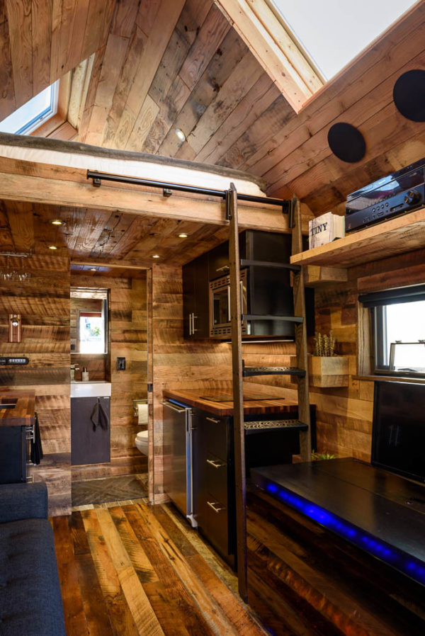 tipsy-the-tiny-house-seattle-vacation-spot-003