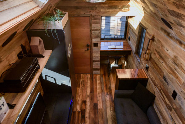 tipsy-the-tiny-house-seattle-vacation-spot-018