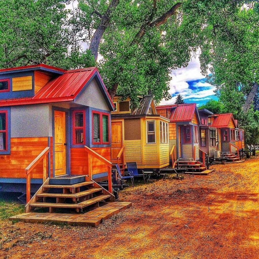 Wee casa tiny house hotel for Small little houses