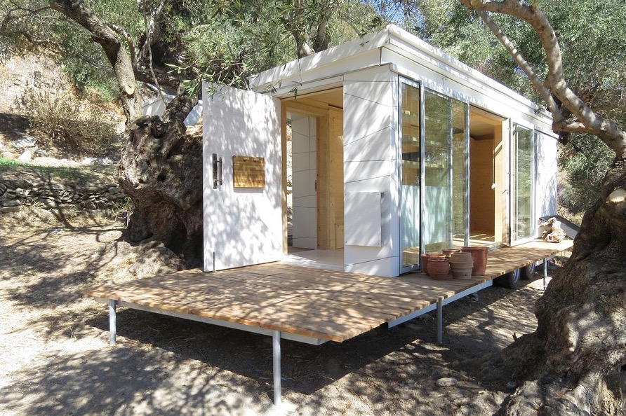 Yoga Teacher 39 S Modern Off Grid Crete Tiny House On Wheels