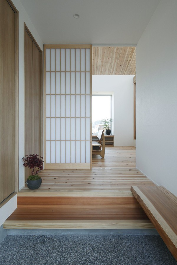 Minimalist 778 sq ft japanese family small house for Japanese minimalist home decor