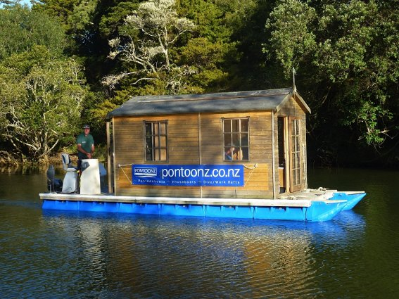 Diy pontoon tiny houses for Cheapest way to build your own home