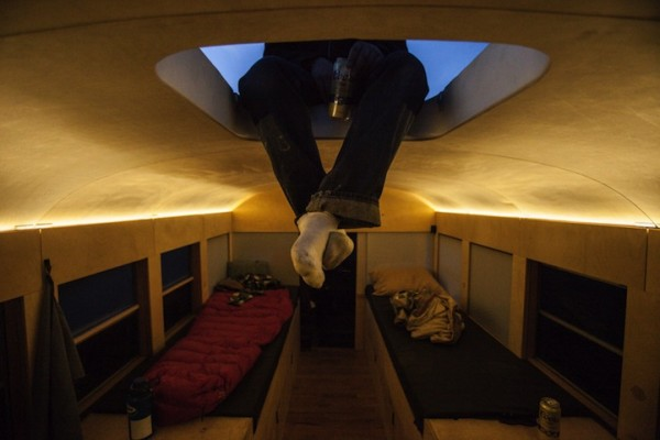 arch-student-turns-old-school-bus-to-modern-mobile-home-005