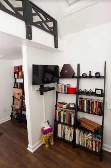 Micro Backyard Getaway Cottage with Loft