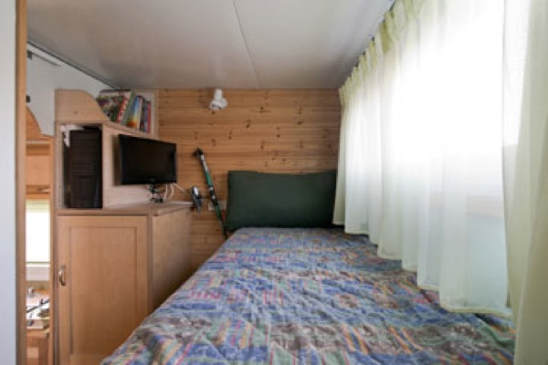 box truck converted into amazing diy solar mobile cabin. Black Bedroom Furniture Sets. Home Design Ideas
