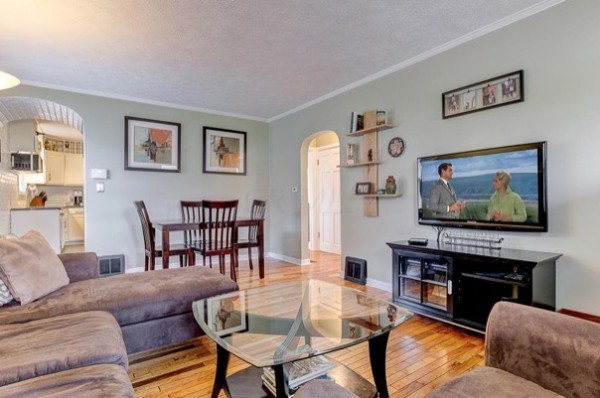 columbus-ohio-cottage-for-sale-with-garage-and-finished-basement-003