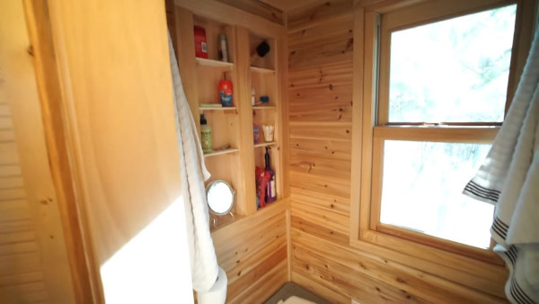 couples-off-grid-tiny-house-near-asheville-nc-013