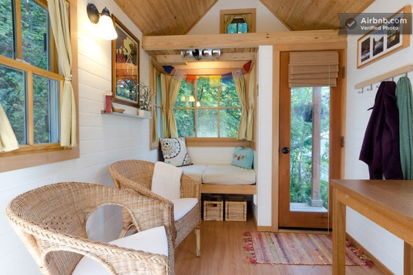 Cozy tiny house for rent in olympia wa for Tiny house interieur