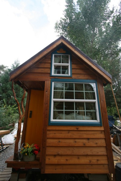 ella tumbleweed tiny house 13 400x600   Ella Shows You Her Tumbleweed Tiny House: Pictures and Video Tour