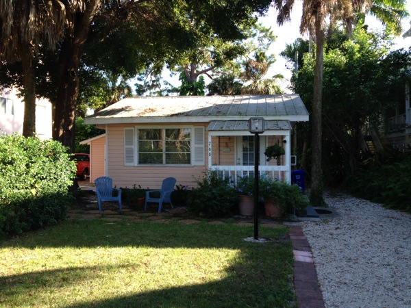 Tiny pink cottage in florida for Small homes in florida