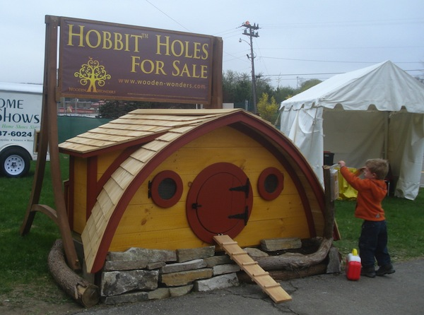 hobbit holes 2   Hobbit Hole Tiny Homes for Your Backyard