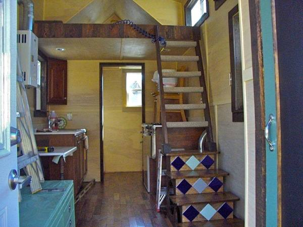 Sarah Myers Tiny House on Wheels Project (2)