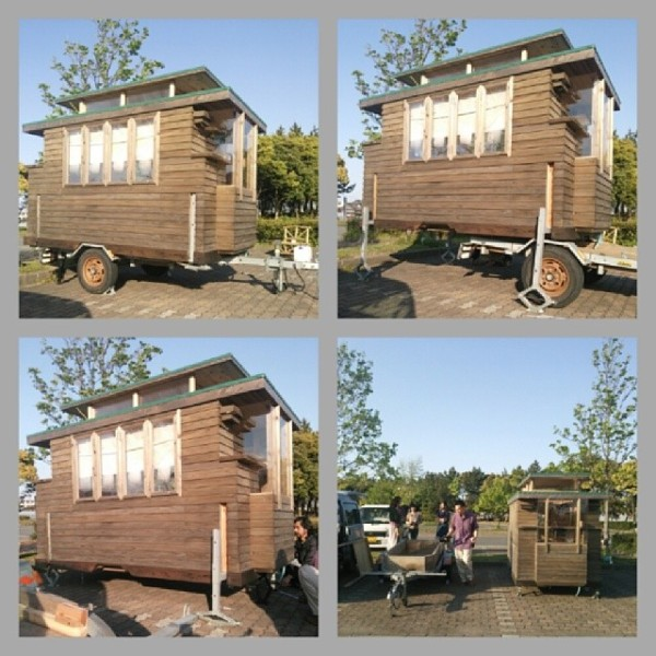 Little Houses On Wheels: Man In Japan Builds Micro DIY Tiny House On Wheels