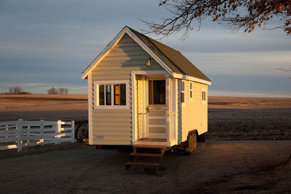 Johnny spire 39 s luxurious tiny house on wheels for Micro homes on wheels
