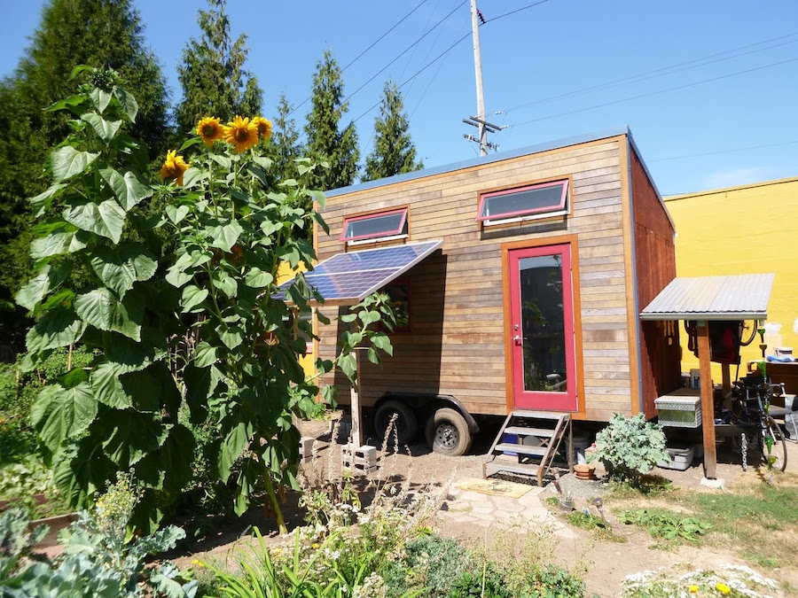 laura 39 s solar powered tiny house on wheels. Black Bedroom Furniture Sets. Home Design Ideas