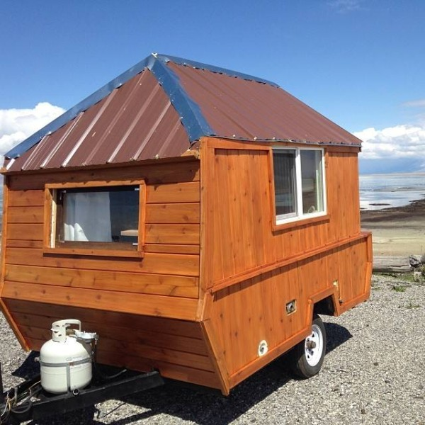 Pop Up Cabins : Man converts pop up trailer into micro cabin on wheels