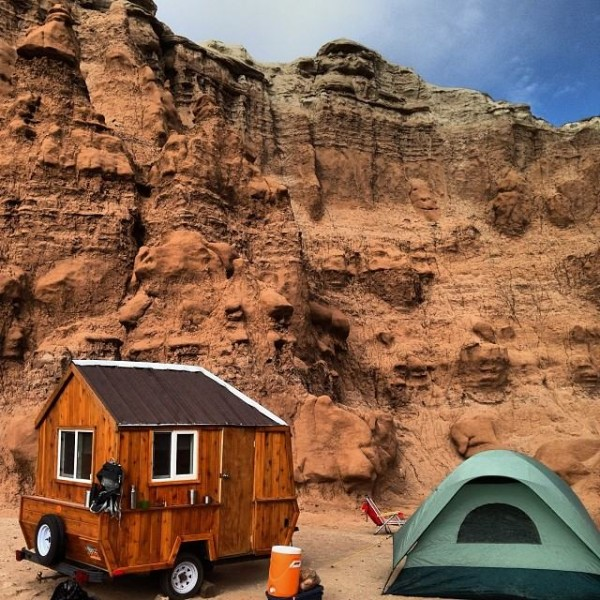 man-converts-pop-up-camper-into-diy-micro-cabin-on-wheels-0004