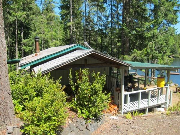 off-grid-tiny-cabin-for-sale-008