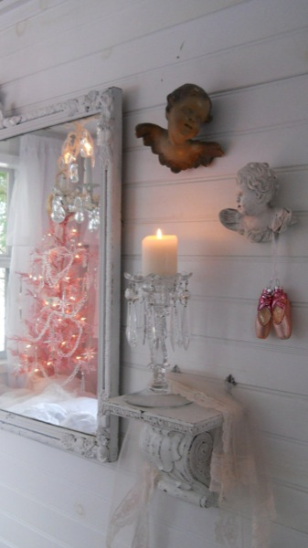 pink christmas tiny house 12   Im Dreaming of a Pink Christmas in a Tiny House