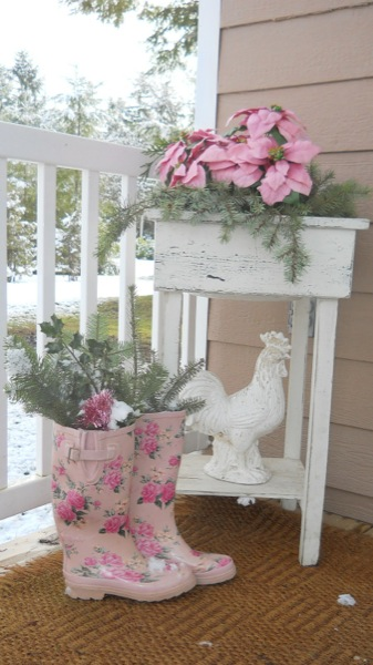 Tonita's Pink Christmas Tiny House (2)